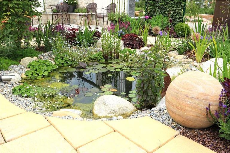 decor home with river rock instead of mulch