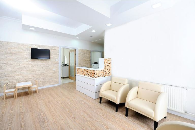 which is better luxury vinyl flooring and laminate flooring